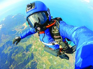Local skydiver Wendy Smith set a New Zealand record for a sky dive at 25,000 feet. Photo: Barekiwi.com